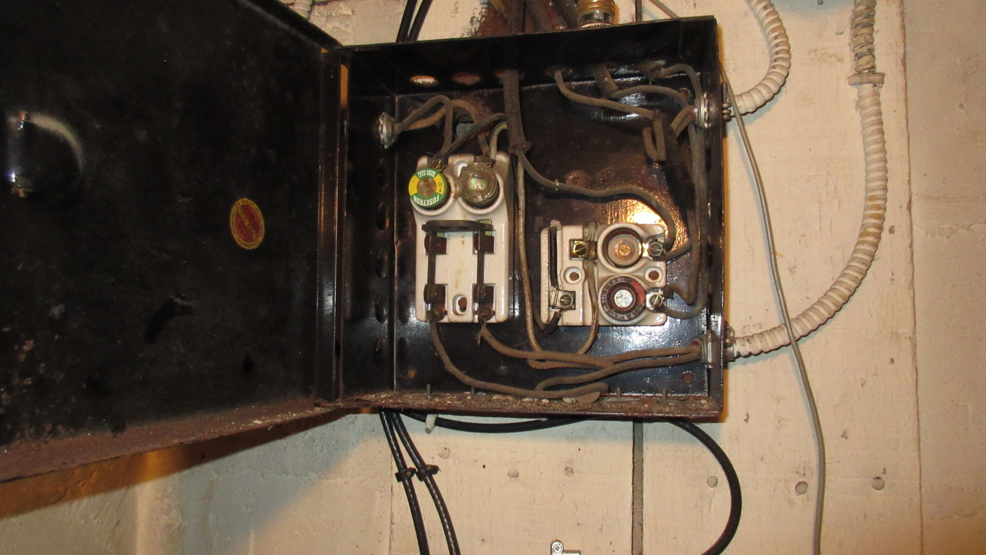 old k t electrical wiring should it stay or should it go rh myhomeinspectiontraining com old electrical wiring types old electrical wiring in homes